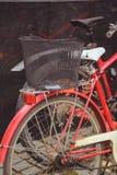 自行车停车处在于韦斯屈莱芬兰  不同颜色许多自行车  库存图片