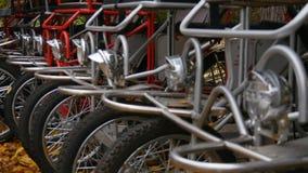 自行车停车处在秋天天 股票录像