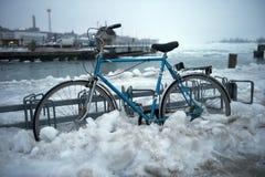 自行车冰停放的雪 免版税图库摄影