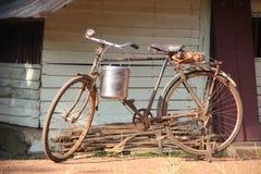自行车准备好购物 免版税图库摄影