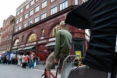 自行车出租汽车在伦敦 库存照片