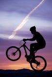 自行车剪影前面轮胎 免版税库存照片