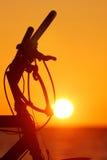 自行车剪影sunse 免版税图库摄影