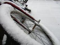 自行车包括雪 免版税库存图片