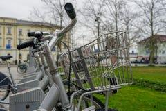 自行车和城市,运输 免版税库存图片