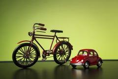 自行车和大众甲壳虫 免版税库存照片