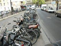 自行车和摩托车在街道上 免版税图库摄影