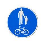 仅自行车和步行者。蓝色圆的路标 免版税库存照片