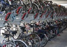 自行车和自行车棚子存贮  库存照片