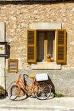 自行车和window2 免版税库存照片