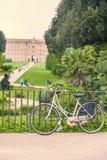 自行车在卡塞尔塔王宫 库存图片
