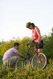 自行车夫妇垂直 免版税库存照片