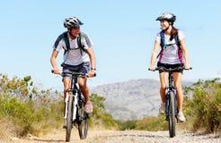 自行车夫妇 图库摄影