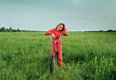 自行车女孩一点 免版税库存图片