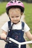 自行车女孩少许骑马 免版税库存照片