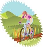 自行车女孩山骑马 库存图片