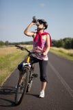 自行车妇女 免版税图库摄影