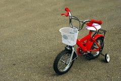 自行车孩子 免版税库存图片