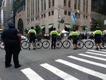 自行车小队NYPD,反王牌集会, NYC, NY,美国 库存图片