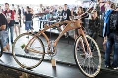 自行车干燥现有量人造木木 免版税库存照片