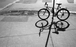 自行车影子 免版税库存照片
