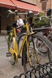 自行车意大利人城镇 库存图片