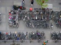 自行车批次停车 免版税库存照片
