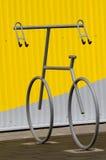 自行车持有人二 库存照片