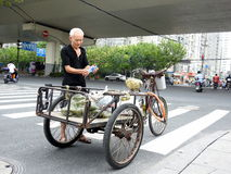 自行车推车在上海中国 库存图片