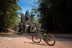 自行车旅行在吴哥城,柬埔寨 库存图片