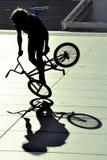 自行车极其车手年轻人 免版税图库摄影