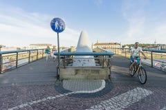 自行车桥梁小径路径符号 库存照片