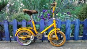 自行车男孩儿童居室贴纸 免版税图库摄影