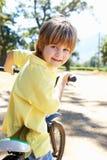 自行车男孩国家(地区)一点乘驾 免版税库存照片