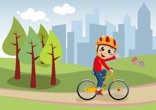 自行车男孩在城市公园 免版税图库摄影