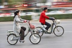 自行车的北京通勤者,街市的北京,中国 库存图片
