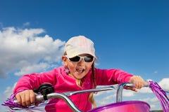自行车的女孩 库存图片