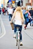 自行车的妇女 免版税图库摄影
