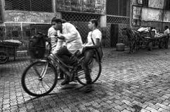 自行车的学生 免版税库存照片