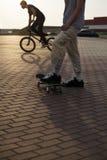 自行车的少年 免版税库存照片