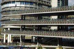 自行车的巨大的停车处在阿姆斯特丹 库存照片