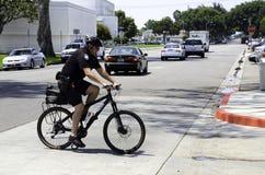 自行车的警察 库存照片