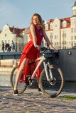自行车的豪华妇女 免版税库存图片