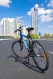 自行车空的路 库存照片