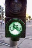 自行车签到绿灯 免版税库存照片