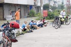 自行车绊倒的西藏 免版税库存照片