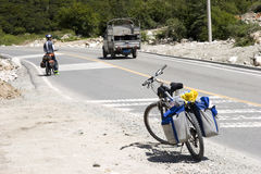 自行车绊倒的西藏 免版税库存图片