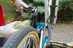 自行车维护和服务 图库摄影