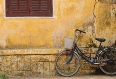 自行车老hoi房子 库存图片