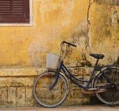 自行车老hoi房子 免版税图库摄影